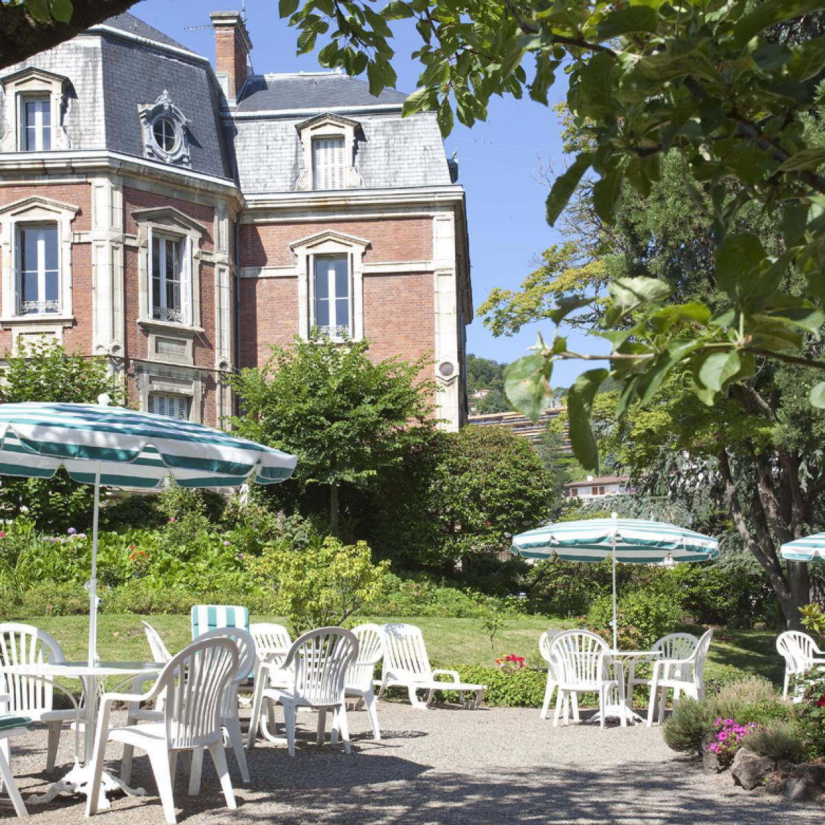 H tel clermont ferrand h tel royal saint mart - Aquilus piscine clermont ferrand ...